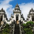 Одежда при посещении балийских храмов